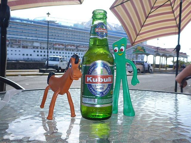 And, as always, and this time most deservedly, we stop for a local brew before getting back on the ship. Pokey and Gumby shared their beer with us...such good traveling companions!